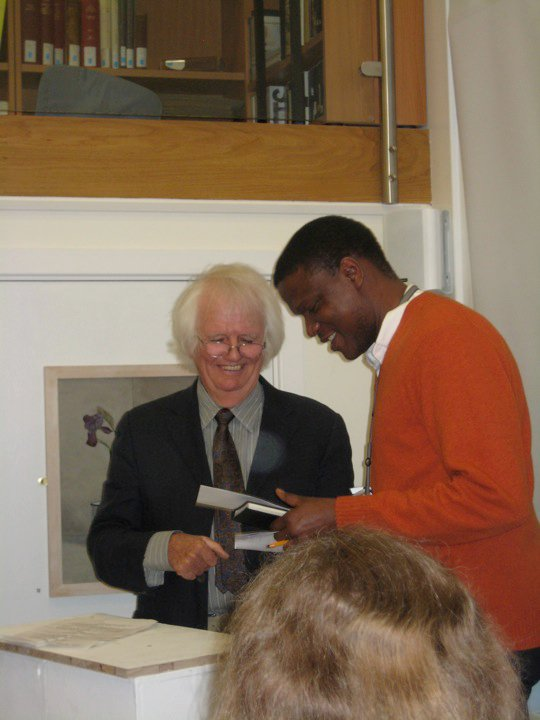 Receiving the First Prize from Prof Ken Howard at The Chelsea Riverside Competition 2010.